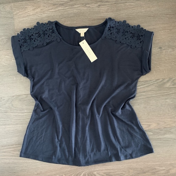 🆕 Adiva Top With Lace